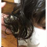 ガムが髪の毛に(泣)!!スルッと取る裏ワザを実況中継しています。